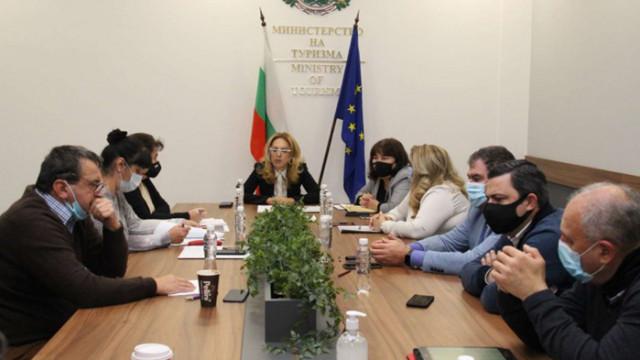 Министерството на туризма договори допълнителни 50 млн. лв. за туроператори и туристически агенти