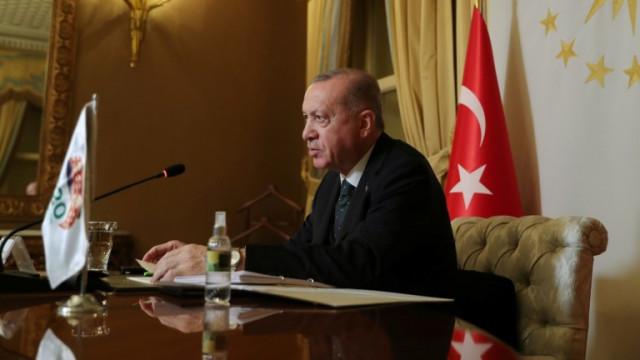 Ердоган затегна комендантския час в Турция