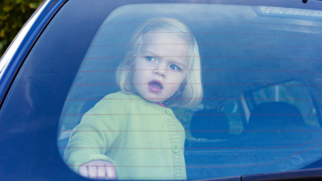 Четирима от 10 родители са небрежни при превозване на детето си в кола