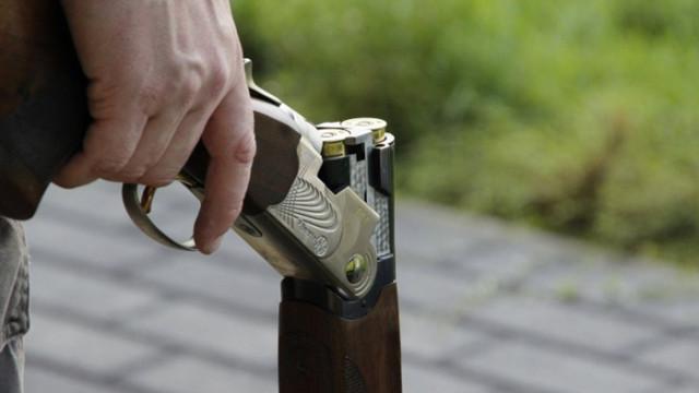 Пиян простреля куче, дъщеря му сигнализира в полицията