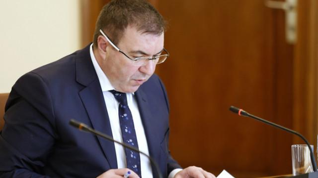 Първо ще се ваксинират лекари, сестри, санитари и полицаи. България обсъжда осма ваксина