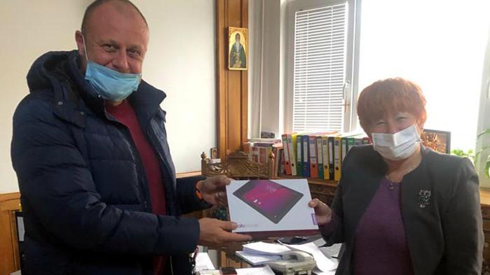 45 училища във Варна получават компютри за учители и ученици