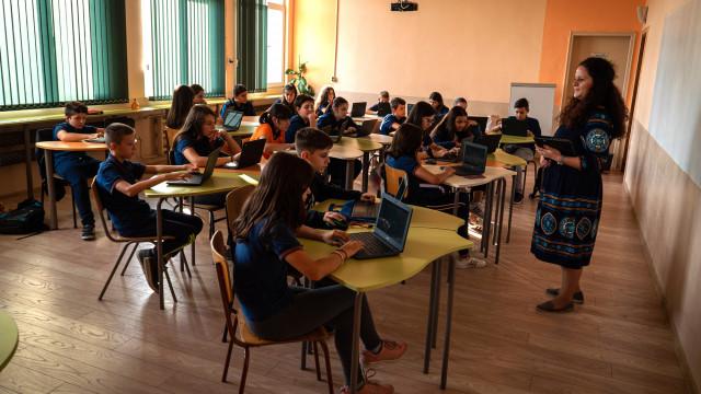 """Девет варненски училища ще учат по модела 1:1 (""""Едно към едно"""")"""