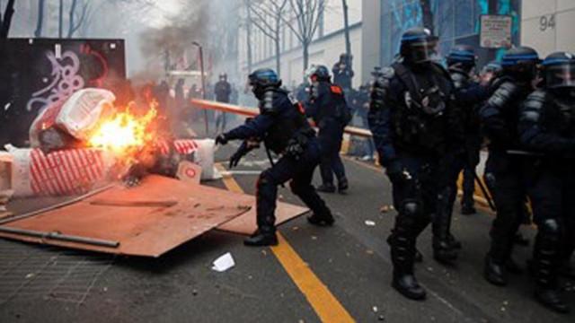 Улиците във Франция пак пламнаха заради закона за глобална сигурност