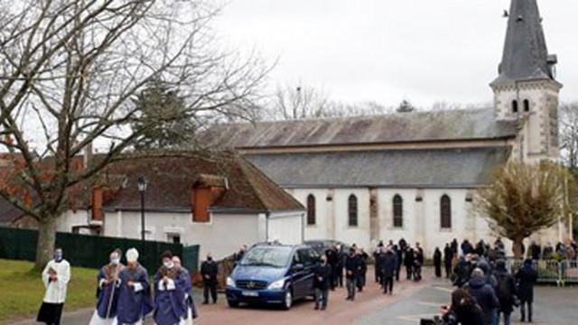 Валери Жискар д'Естен бе погребан в родното му село