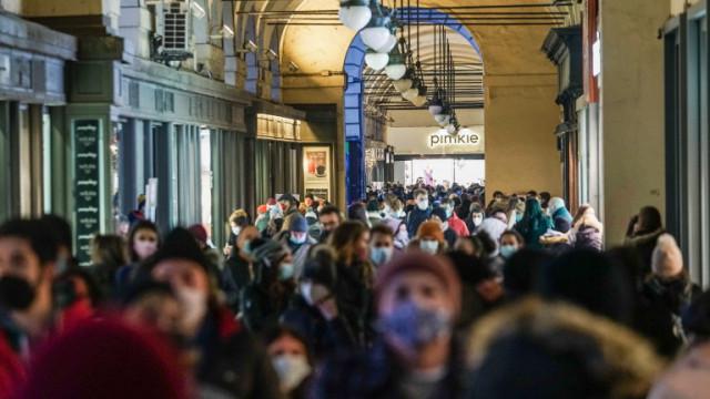 С полиция ограничават коледната треска в Рим