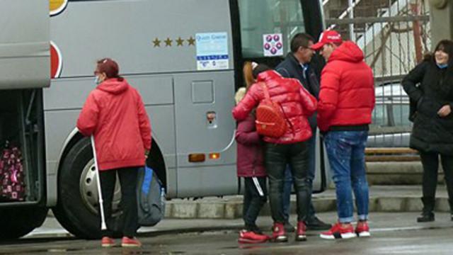 В междуградските автобуси не пускат хора без маска, разреждат ги, ако са малко