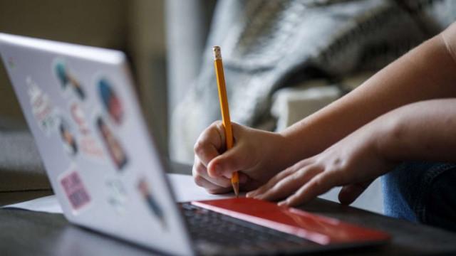 """1054 ученици се готвят за програмисти по националната програма """"Обучение за ИТ кариера"""""""