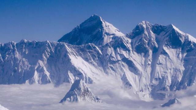 """Еверест """"порасна"""" с 86 сантиметра"""