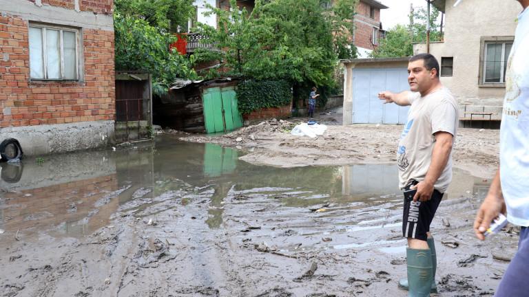 Буря удари снощи Хасково, блокира за кратко движението