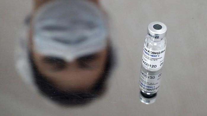 Тестват дали ще е по-ефикасна комбинацията между ваксините на AstraZeneca и руската Спутник V