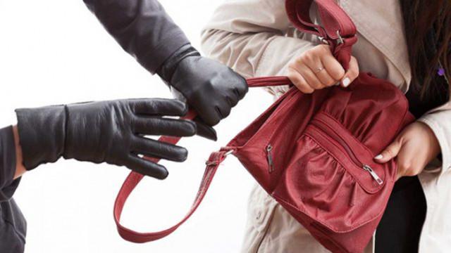 Осъдителна присъда постанови Районният съд във Варна за извършен в съучастие грабеж на дамска чанта