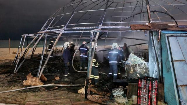 Сериозни материални щети след огнената стихия в Куба бар снощи