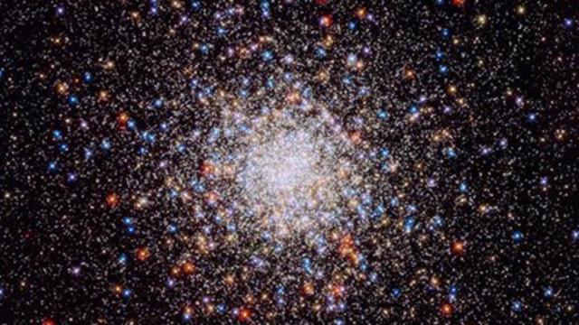 """НАСА публикува 30 нови снимки от телескопа """"Хъбъл"""""""