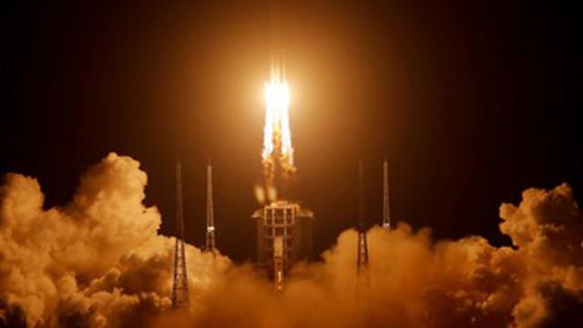 Китайският космически апарат с проби от Луната, се върна на Земята