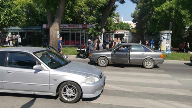 Блъснаха жена на пешеходна пътека в кв. Аспарухово
