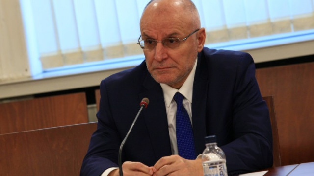 Страната ни има капацитет да решава проблеми в трудни времена според управителя на БНБ