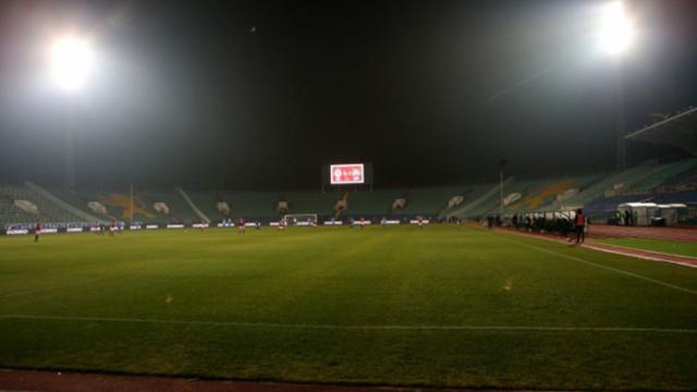 Връщат публиката по стадионите с подновяване на първенството?