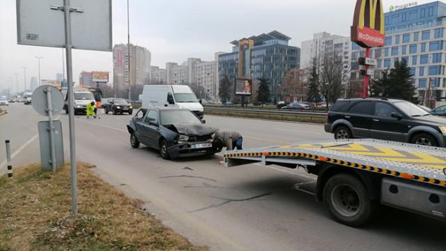 """Верижна катастрофа с 4 автомобила на """"Цариградско шосе"""""""