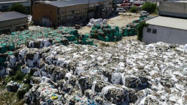 Полицията и прокуратурата намериха 200 тона отпадъци край Пловдив