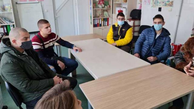 Младежи дариха надежда на бедни семейства в Аспарухово