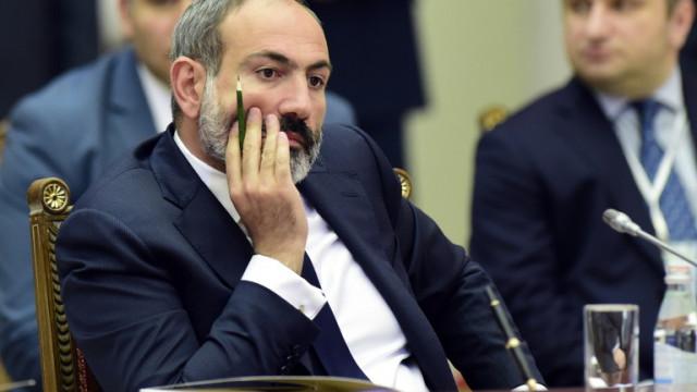 Опозицията в Армения се опита да осуети заседание на правителството