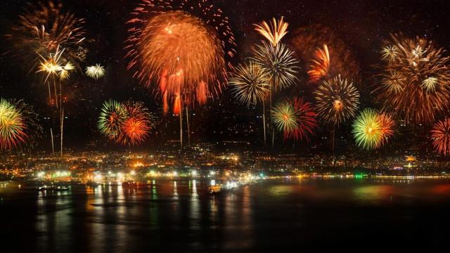 Посрещаме Новата година с празнична заря във Варна