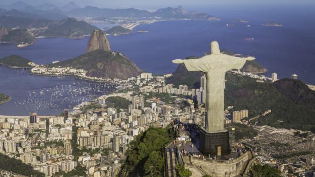 Рио де Жанейро посреща новата година със затворени плажове