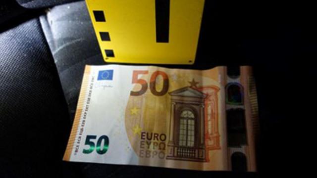 15-годишен хвърли 50 евро на полицаи в Първомай, арестуваха го