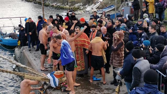 Ще спасяват кръста на Богоявление на плажа в Аспарухово