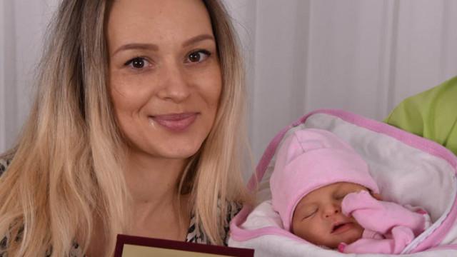 Първото бебе за 2021 година - малката Лорен, вече е у дома си