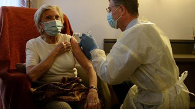 Създатели на ваксините: Не раздалечавайте дозите