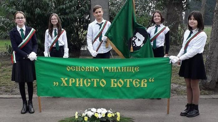 Варна се поклони пред делото на Христо Ботев