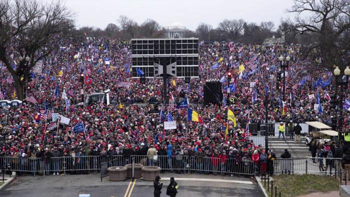"""Десни рязко се възмутиха от """"въоръжената тълпа"""", подкрепяна от """"действащ президент"""""""