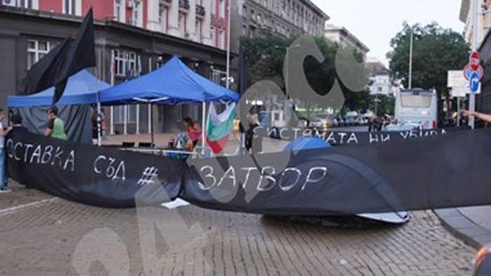 """Майките от """"Системата ни убива"""" се разграничиха от Мая Манолова"""