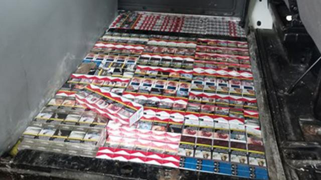 """Откриха 16 800 нелегални цигари в тайник на микробус на """"Дунав мост-2"""""""