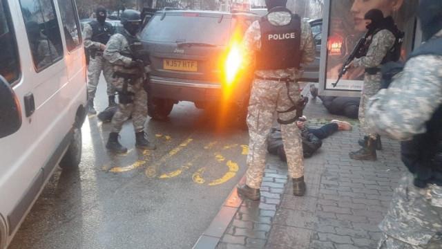Повдигнаха обвинение на мъжа, стрелял с автомат от джип в Търново