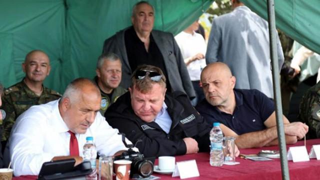 Борисов, Каракачанов и Дончев изгледаха ракетно учение край нос Емине