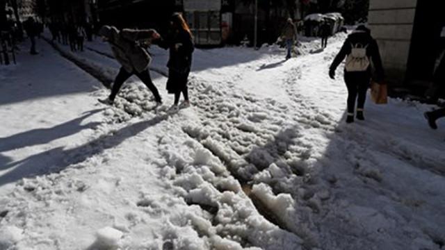 Зимната бурята Филомена блокира 90 души в мол в Испания