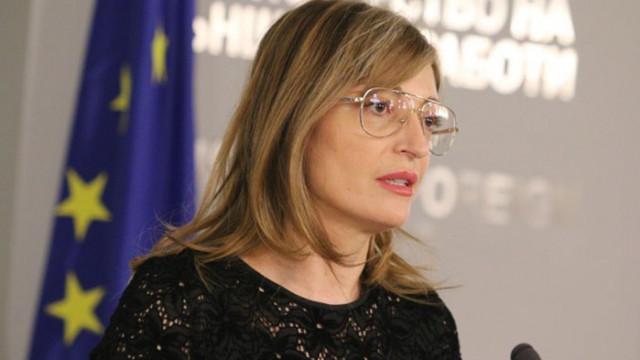 Захариева: Опасна е заигравката на президента, не знам какви дивиденти очаква
