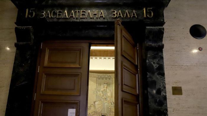 Съдът гледа мярката на обвинения в изнасилвания в Енина