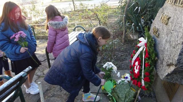 """Днес СУ """"Гео Милев"""" - Варна чества 126 години от раждението на своя патрон"""