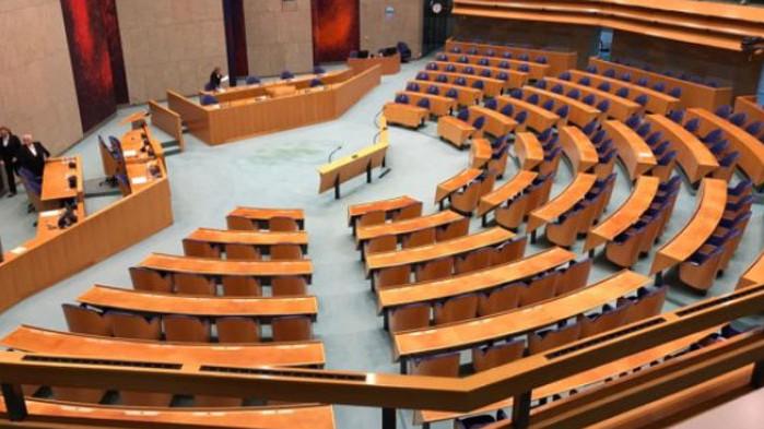 Нидерландското правителство подава оставка заради скандал с детски надбавки