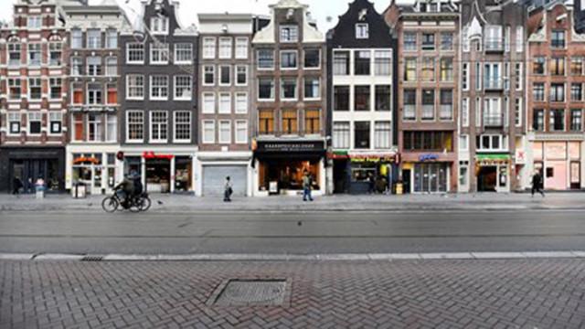 Хиляди протестираха в Амстердам срещу затварянето на Нидерландия