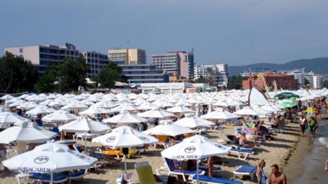 Недопустимо е да се обвързва ползването на чадъри и шезлонги с други услуги на морския плаж