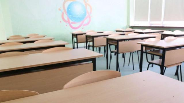 Вариант: Първи в класните стаи се връщат учениците от 7, 8 и 12 клас
