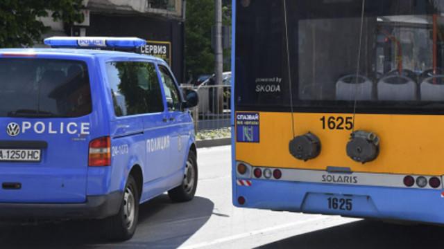 Автомобил на НСО катастрофира с тролейбус в столицата