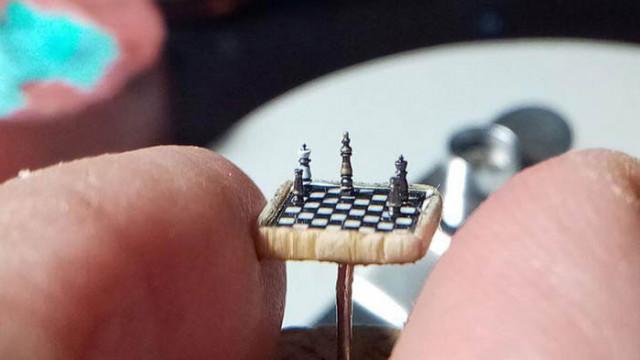 Турски микроскулптор създаде най-миниатюрния шах в света