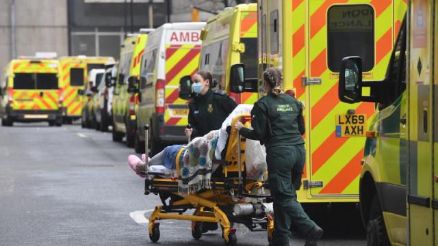 Стряскащите над 1 800 починали от COVID-19 във Великобритания за денонощие