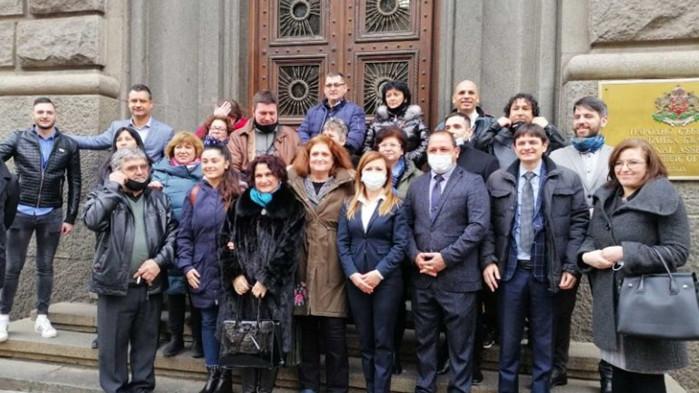 Ангелова: С единодушието за българския жестов език показахме, че има каузи над политиката